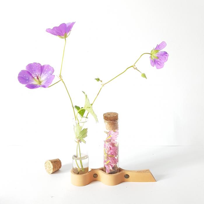 leren bloemenhouder nude
